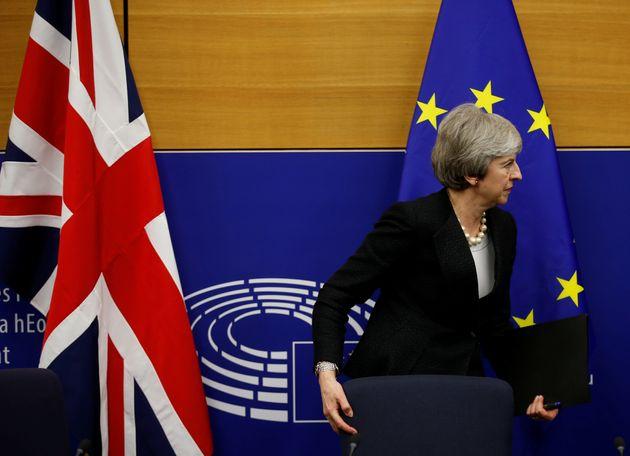 Theresa May, ici au Parlement européen en mars dernier, est en mauvaise posture en cas d'élections