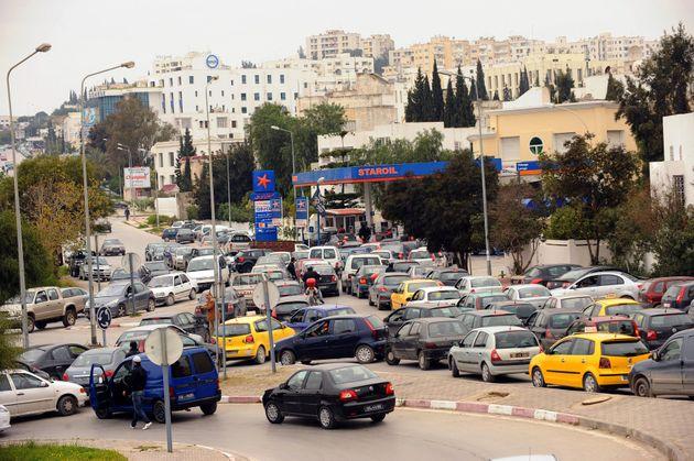 Les grèves se multiplient: Les stations-service en grève 12 avril, les transporteurs de carburant les...