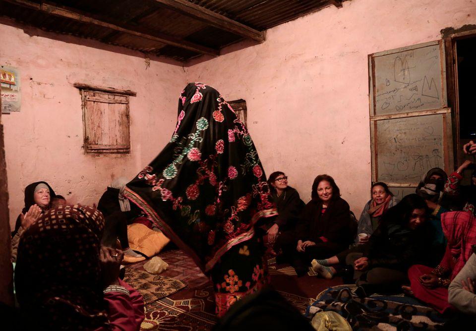 Η γυναίκα που τα βάζει με τα ήθη και έθιμα των Βεδουίνων στην έρημο του
