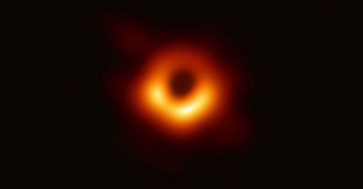 Voici La Premiere Photo D Un Trou Noir Supermassif M87 Le Huffpost