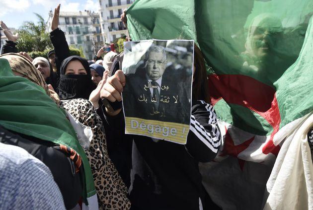 Installation de Abdelkader Bensalah à la tête de l'Etat : l'opposition demande son