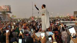 Cette femme en blanc devient l'icône de la révolte au