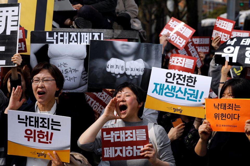 Απόφαση σταθμός στη Νότια Κορέα: Η απαγόρευση των αμβλώσεων κρίθηκε