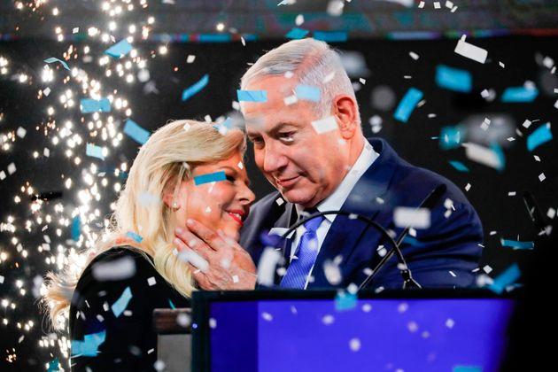 베냐민 네타냐후 이스라엘 총리는 부패 혐의에도 불구하고 안보 강경책, 안정적 경제 등에 대한 지지에 힘입어 총리 자리를 지키게