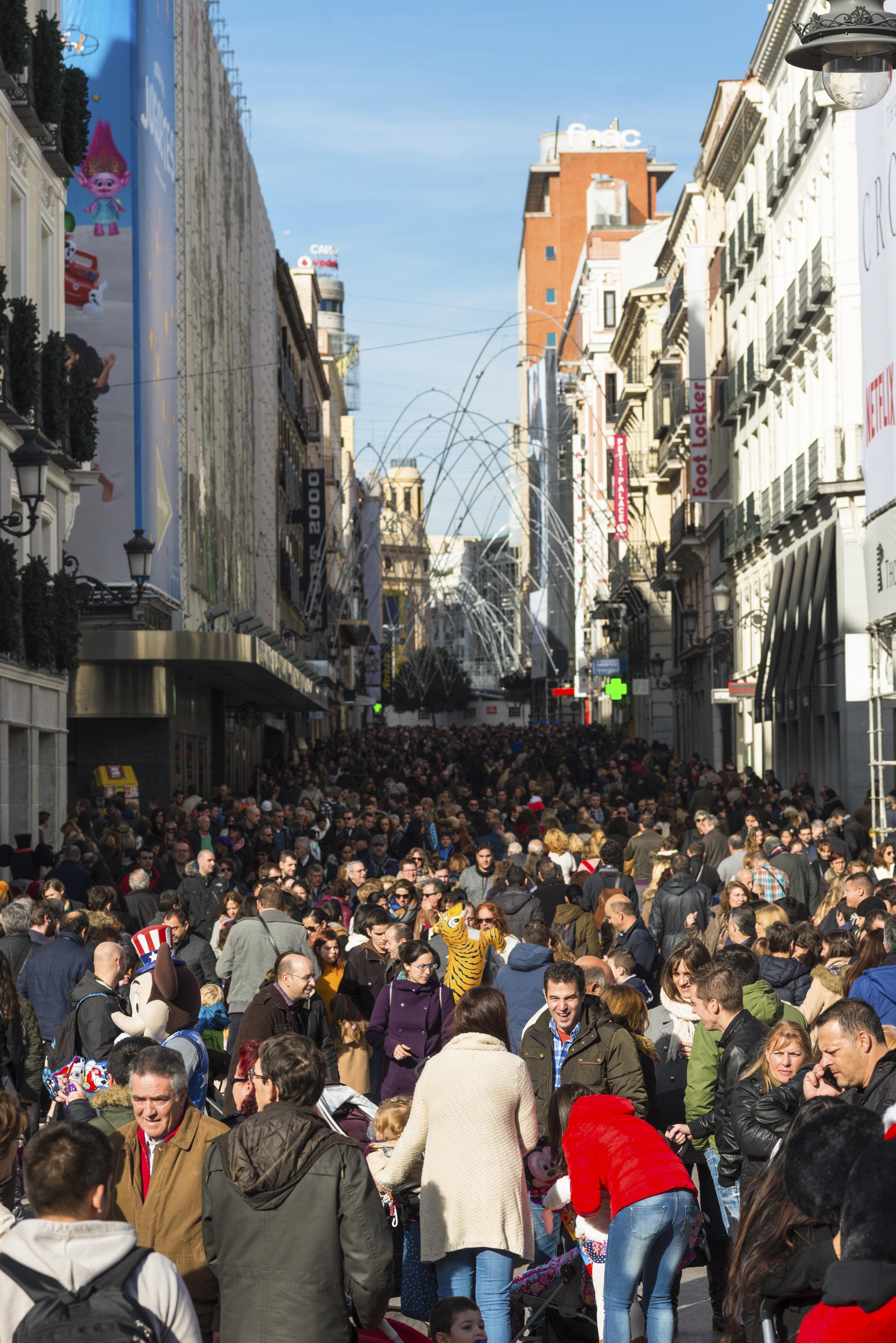 La población española supera los 47 millones por primera vez desde 2013 gracias a los