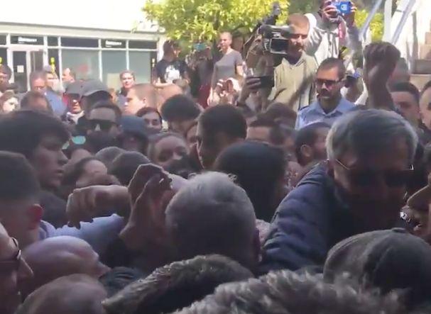 Estudiantes de la Autónoma de Barcelona intentan boicotear un acto de Álvarez de Toledo en la