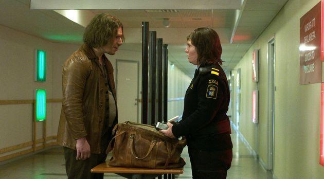 Tina encontra Vore. Ela sabe que há algo errado com ele, mas ela se deixa levar para um caminho...