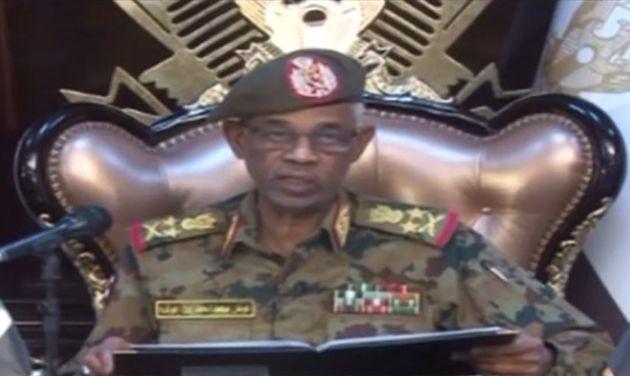 Ahmed Awad Ibnouf annonce à la télévision la destitution et arrestation du président