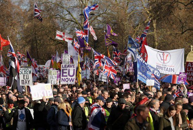 Το Brexit βλάπτει σοβαρά την υγεία: 1 στους 3 Βρετανούς έχει