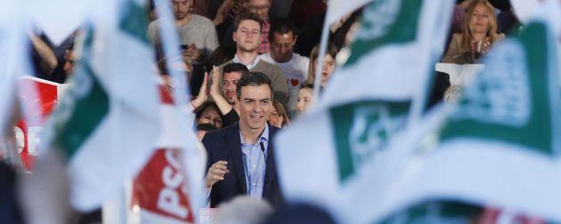 Sánchez arranca la campaña apelando a indecisos y