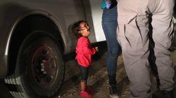Cette photo (très partagée) d'une fillette en pleurs à la frontière mexicaine