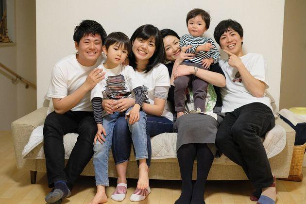 家族留学中のゼミの友達と家族留学先のお子さん(一番右が筆者)