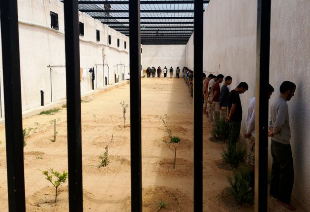 11 Απριλίου 2019. Φωτογραφία από τον κυβερνητικό στρατό, όπου φέρονται να εμφανίζονται αιχμάλωτοι - μαχητές που πολεμούσαν υπό τον στρατηγό Χαλίφα Χαφτάρ (LNA).