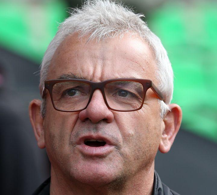 Le consultant souhaite travailler avec la LFP (Ligue de football professionnel) pour mettre en place des actions sur les terrains à l'occasion de la journée mondiale contre l'homophobie.