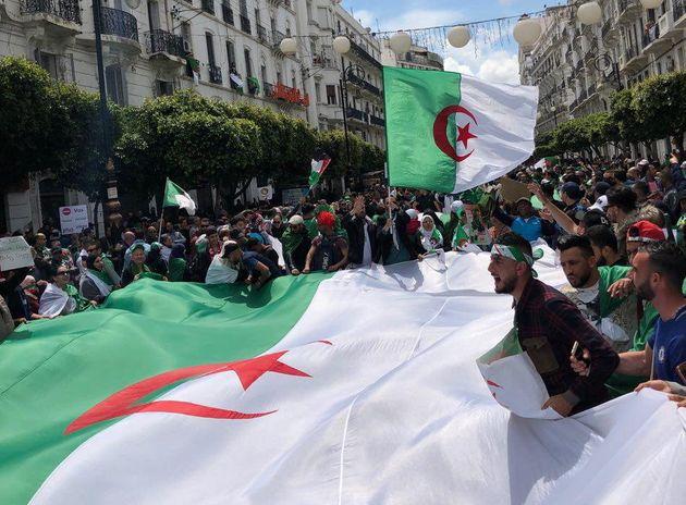 Des manifestants à Alger le 12 avril