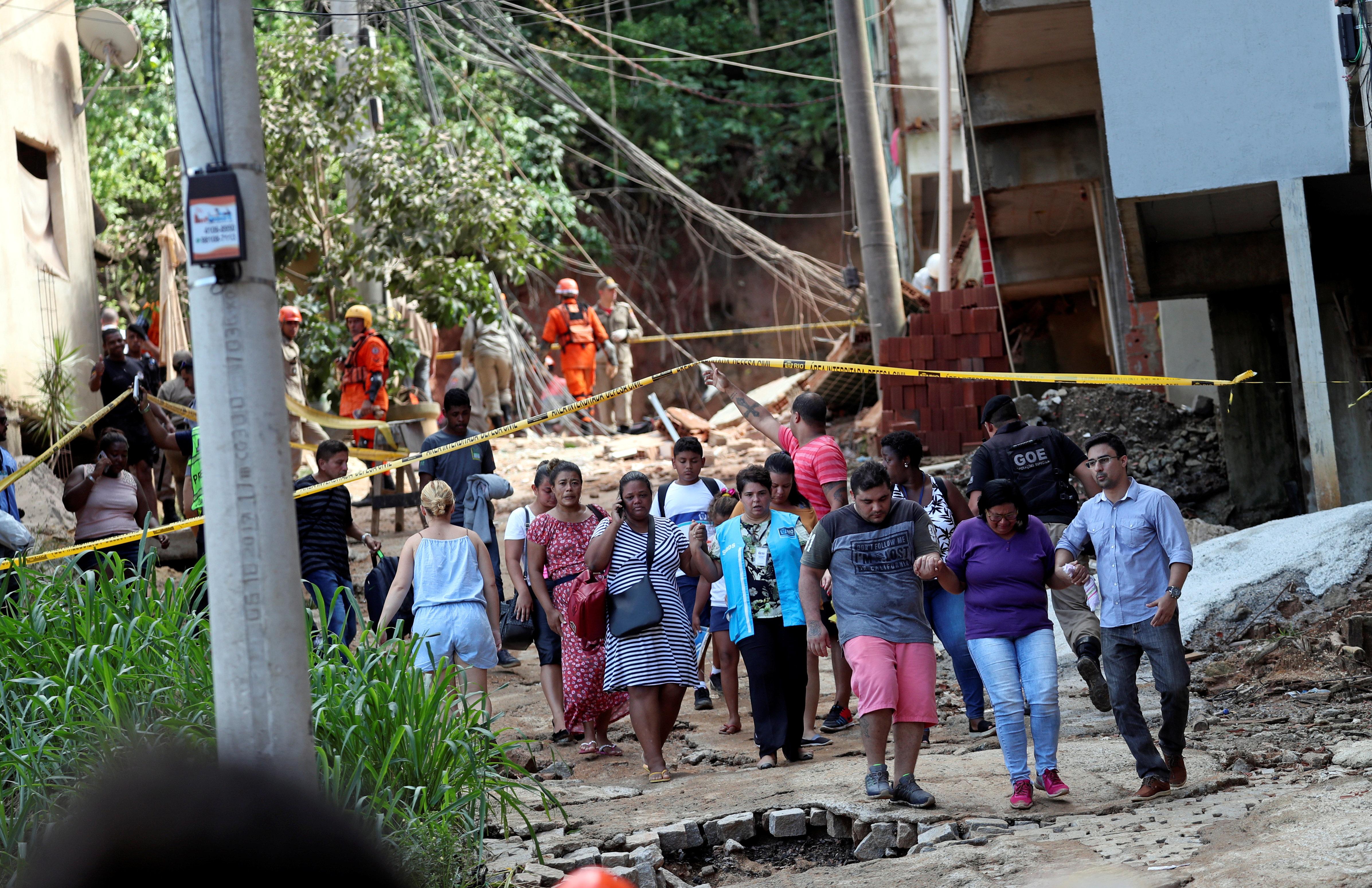 Desabamento de prédios deixa ao menos 2 mortos, 3 feridos e desaparecidos no Rio de