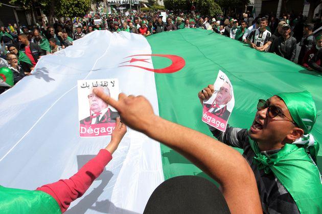 Συνεχίζονται οι ογκώδεις διαδηλώσεις στην