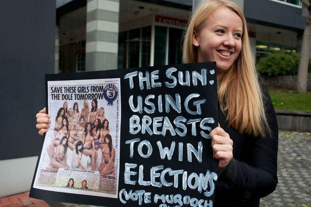 Απόφαση-σταθμός: Τέλος οι γυμνόστηθες γυναίκες από τον βρετανικό