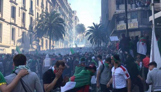 Alger: la police use de gaz lacrymogène, des blessés chez les citoyens et les