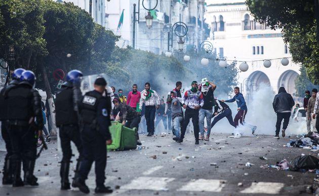 Alger: 83 policiers blessés, 180 individus interpellés