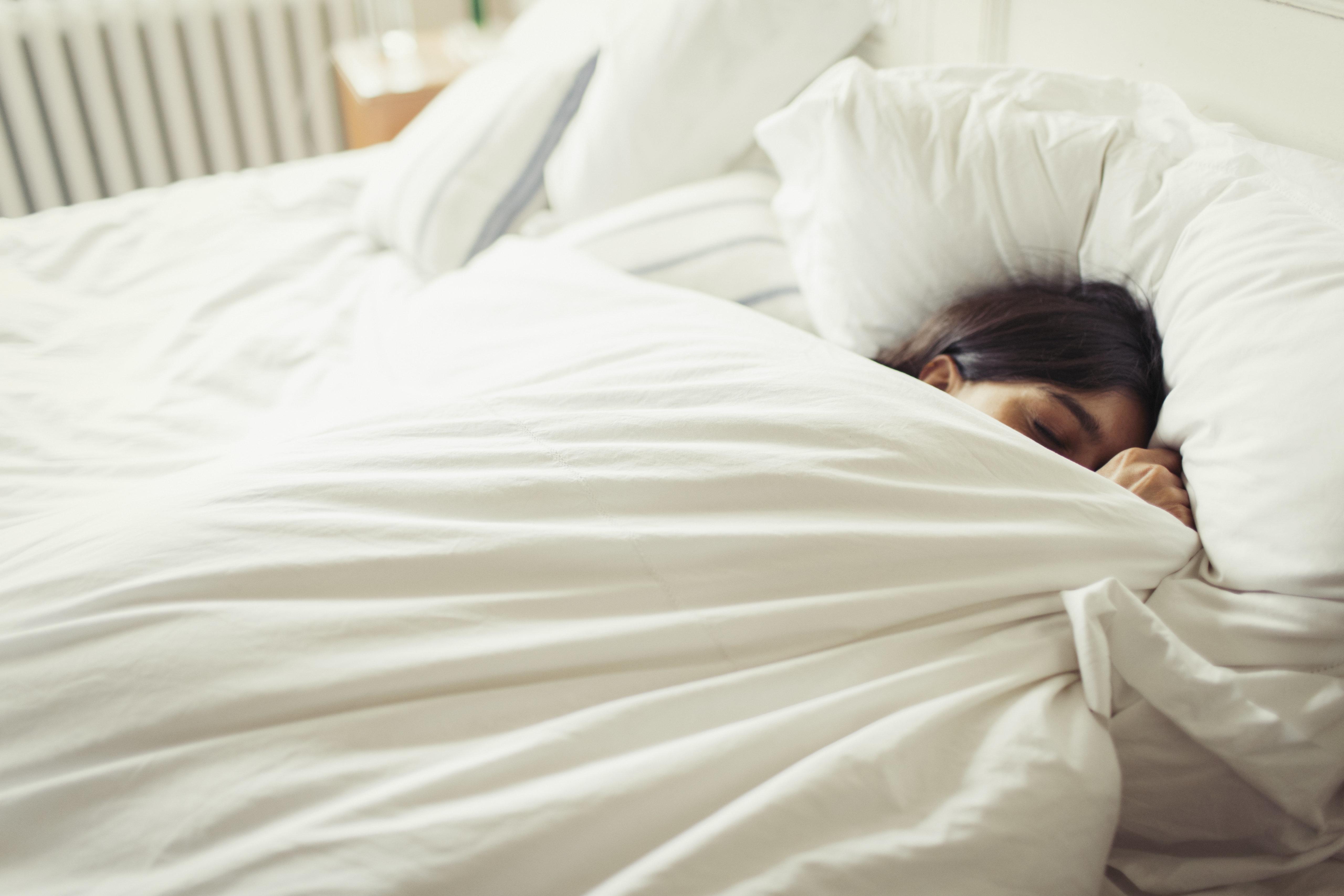 '주말에 밀린 잠 보충하면 좋다'는 연구 결과가
