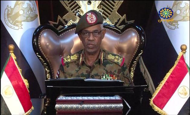 Awad Ibn Ouf, le chef du Conseil militaire de transition, a annoncé sa