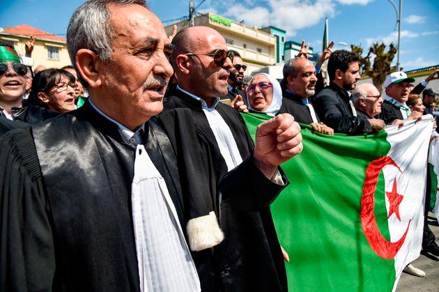 Sit-in des magistrats et des avocats devant le ministère de la