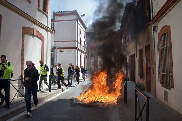Κίτρινα Γιλέκα: Εκ νέου συγκρούσεις διαδηλωτών με την αστυνομία στην