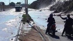Le flux d'eau au niveau de la montagne d'Agadir Oufella dû à la rupture d'un canal de