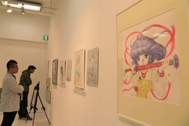 「チェンジ・アンド・チャレンジ」コーナー。右端は天野喜孝さんの描いた「魔法の天使