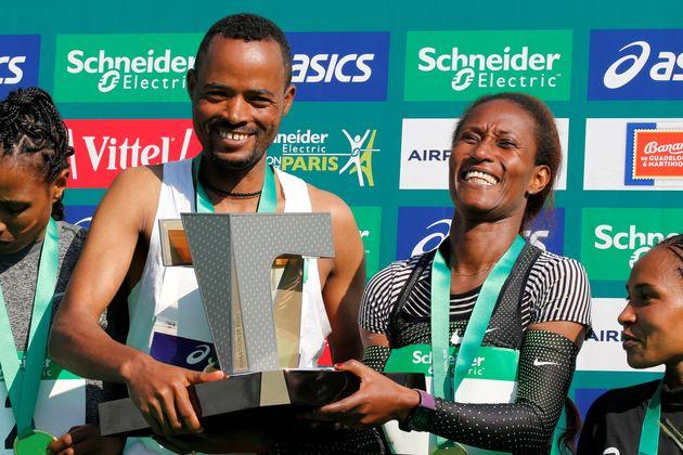 Au marathon de Paris, les Éthiopiens Abrha Milaw et Gelete Burka
