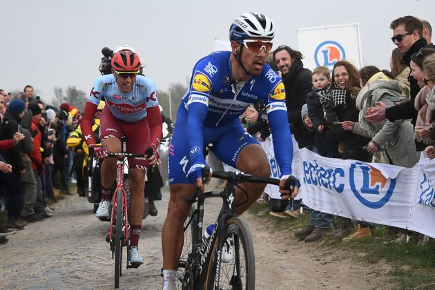 Paris-Roubaix: Philippe Gilbert l'emporte devant Nils