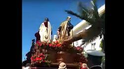 Herido leve un costalero en Córdoba al caer la palmera del paso de La