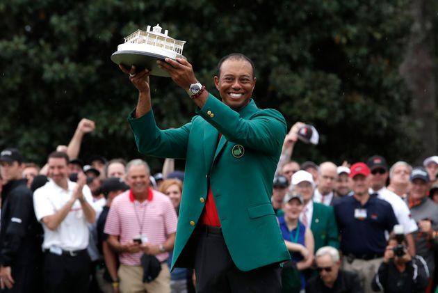 Après 11 ans d'attente, Tiger Woods remporte à nouveau un Grand