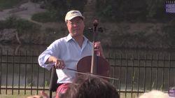 チェロ奏者ヨーヨー・マ氏「文化は橋を作ります。壁ではありません」米メキシコ国境で演奏