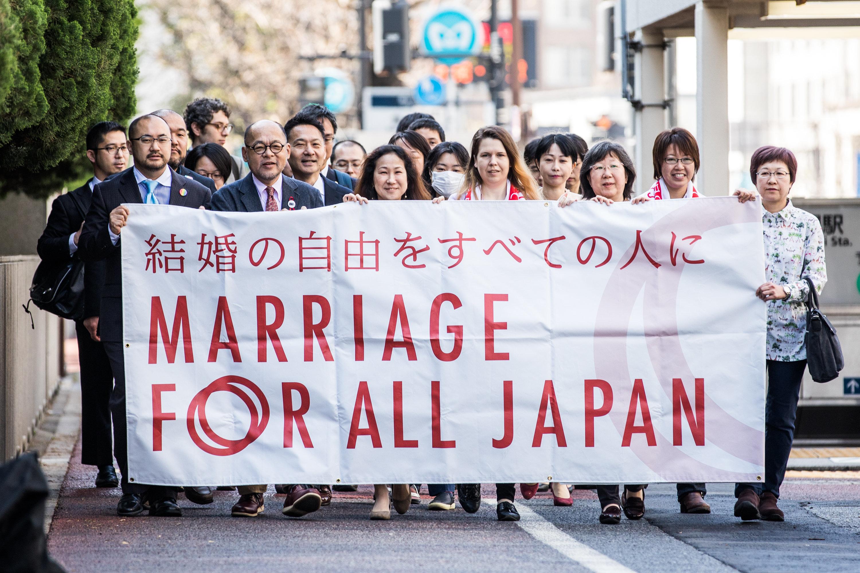 同性婚訴訟で初弁論。「婚姻制度は社会のインフラだ」。原告側が東京地裁で訴える