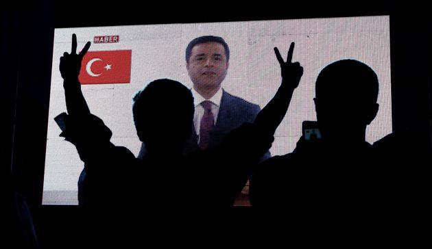 Ντεμιρτάς: Δεινή ήττα Ερντογάν στις εκλογές και μαγείρεμα αποτελεσμάτων στην ανατολική