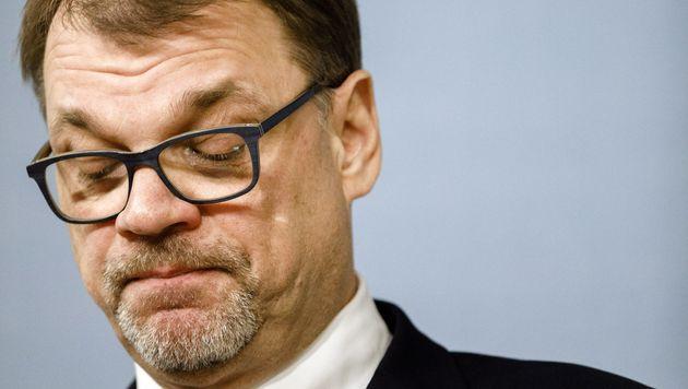 유하 시필래(Juha Sipilä) 총리는 핵심 정책이었던 사회복지 개혁 법안이 무산되자 총선을 앞두고 사퇴를 선언했다. 2019년