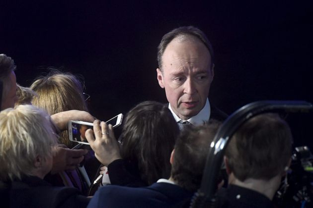 반(反)이민,반(反)EU을 내세운 우파 포퓰리즘 정당 핀인당의 대표 유시 할라아호(Jussi Halla-aho)가 선거와 관련해 기자들의 질문을 받고 있다. 핀란드, 헬싱키....