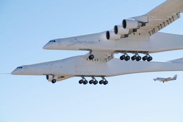 To μεγαλύτερο αεροπλάνο στον κόσμο απογειώθηκε για πρώτη