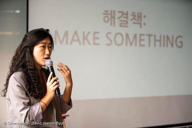 플라스틱 오염의 심각성과 해결 방안에 대해 얘기하는 김미경 그린피스 플라스틱 캠페인