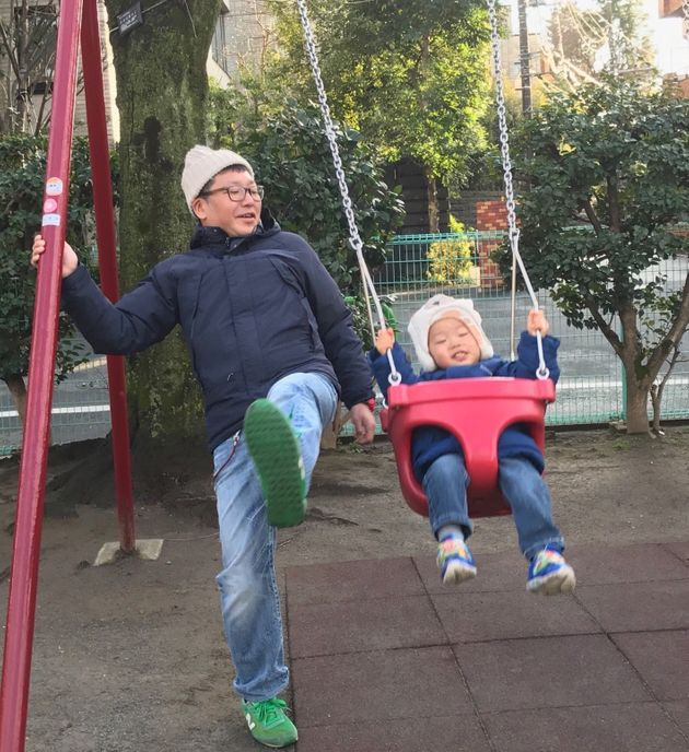 42歳おっさんの「孤育て」 平日の昼間、公園にいたらヘンですか?