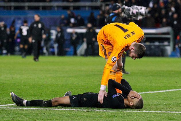 Kylian Mbappé effondré après l'élimination du PSG face à Manchester...