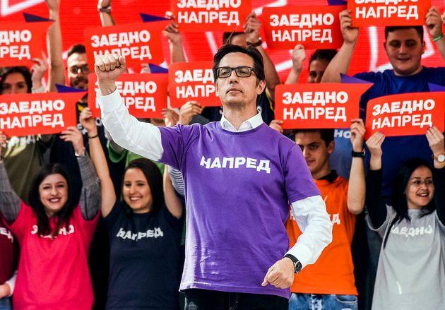 Βόρεια Μακεδονία: Ποιος είναι ο Πενταρόφσκι που βάζει πλώρη για