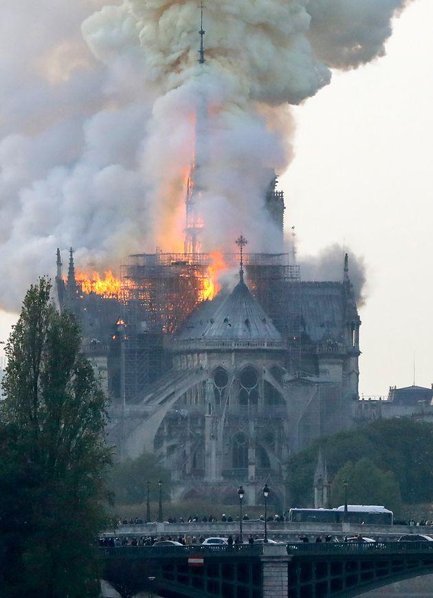 Catedral de Norte Dame, em Paris, foi atingida por incêndio nesta segunda-feira