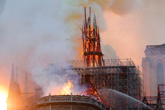 Incendie à Notre-Dame de Paris: la charpente réduite en
