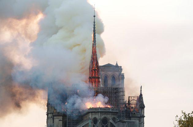 Παρίσι: Καταστροφική πυρκαγιά στην Παναγία των
