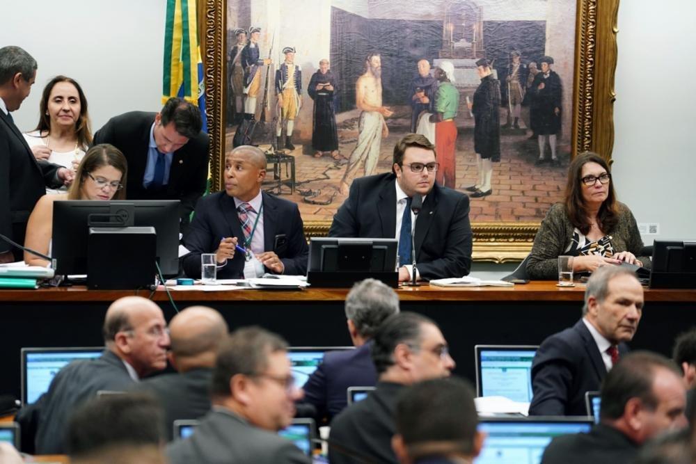 Comissão de Constituição e Justiça irá votar orçamento impositivo...