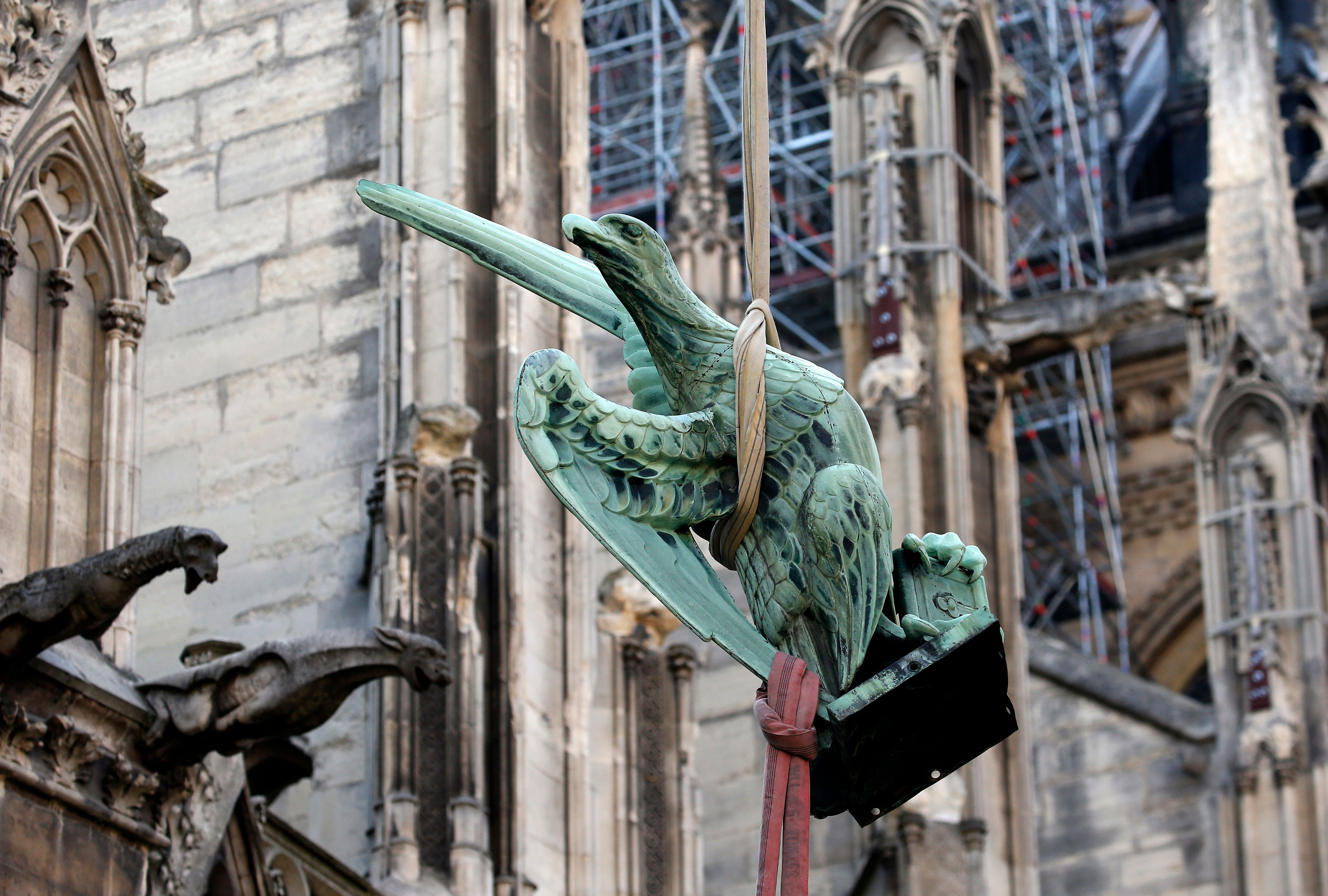 Notre-Dame de Paris : les statues de la flèche de la cathédrale ont été sauvées de