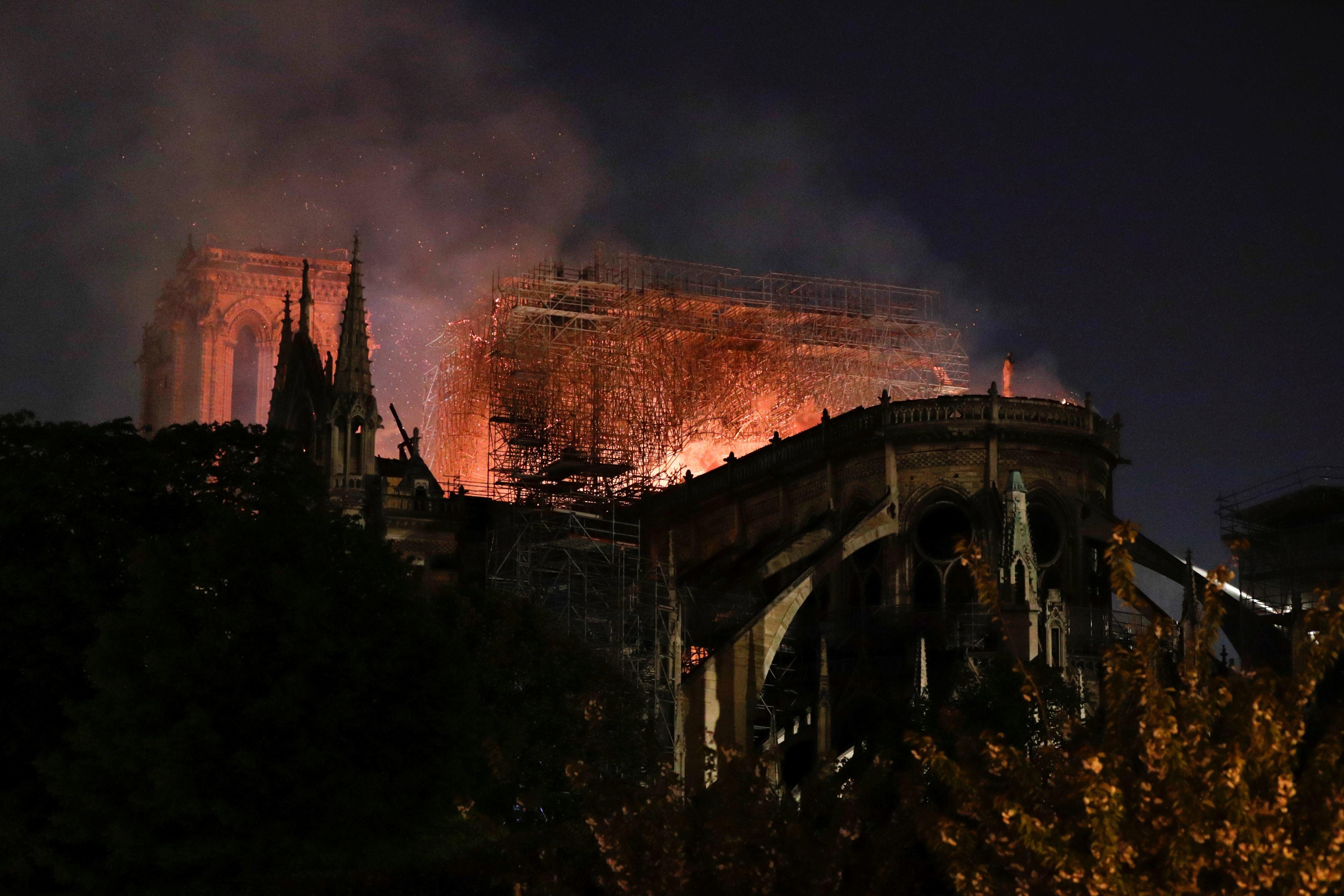 Notre-Dame-de-Paris: N'en déplaise à Trump il n'aurait pas été possible d'utiliser des Canadairs pour...